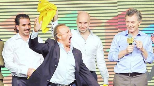Del Sel festeja con Macri y Rodríguez Larreta. Crédito: Clarín.com