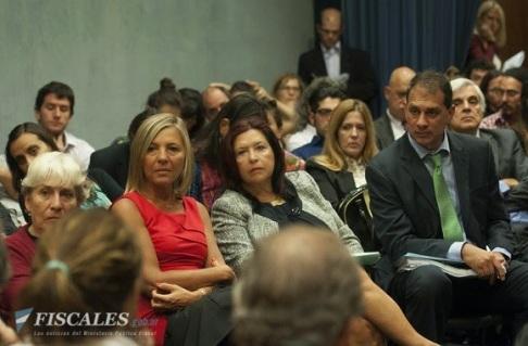 Figueroa con Gabriela Vázquez de Justicia Legítima