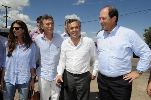 Macri (con su esposa) junto a Cornejo y Sánz