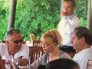 """Daniel, Karina y un """"amigo"""", en el hotel de 14 mil euros la noche"""