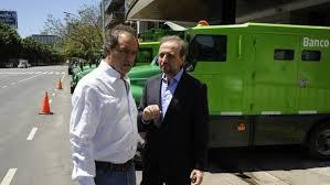 """Scioli frente a un camión de caudales. ¿Para trasladar """"la suya""""?"""
