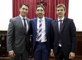 A la izquierda Raele, a la derecha Santiago Paolini. Pobre el del medio